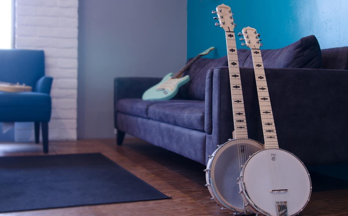 Goodtime-Six-both-banjos-coffee-shop.jpg